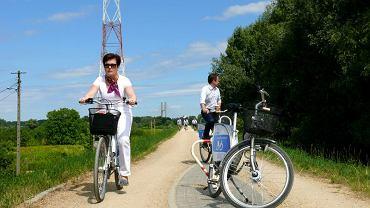 Hanna Gronkiewicz-Waltz testuje szlak rowerowy na wale wiślanym