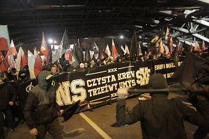 """Na Marsz Niepodległości przyszli z hasłem o """"Białej Europie"""". Propagują narodowy socjalizm i stronią od używek. Kim są autonomiczni nacjonaliści?"""