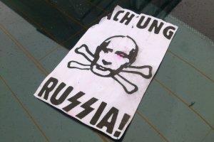 """""""Achtung Russia!"""". W gda�skim centrum handlowym zostawiaj� nalepki na rosyjskich autach?"""