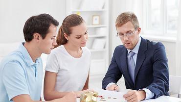 Zaciągając kredyt, sprawdźmy jego rzeczywiste oprocentowanie, a także koszty utrzymania nieruchomości i wpisy w księdze wieczystej.