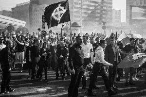 """Powstanie warszawskie """"uczcili"""" celtyckim krzy�em. Nacjonali�ci pope�nili przest�pstwo?"""