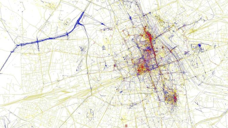 Poznajesz? To Warszawa. Czerwone to miejsca, gdzie ''melduj�'' si� tury�ci. Niebieskie to �cie�ki tubylc�w. A jak wygl�daj� inne miasta?