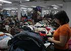 Co dzieje si� z ubraniami, kt�re wyrzucasz do kontener�w na odzie�? By� mo�e trafi�y TUTAJ