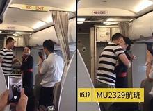 Stewardessa przyjęła oświadczyny po starcie samolotu. Straciła za to pracę