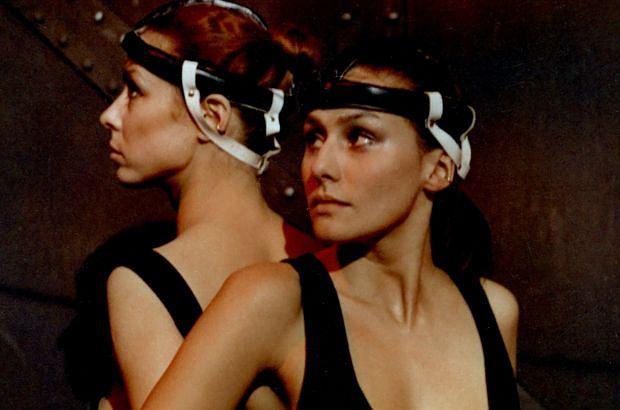 """Magdalena Kuta w """"Seksmisji"""" zagrała atrakcyjną strażniczkę. To był tylko epizod, ale potem jej kariera nabrała tempa. Teraz jest gwiazdą jednego z najpopularniejszych seriali. A jak wyglądają obecnie inne aktorki kultowego filmu, który premierę miał 33 lata temu? Zobaczcie."""