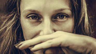 Zakrywanie ust