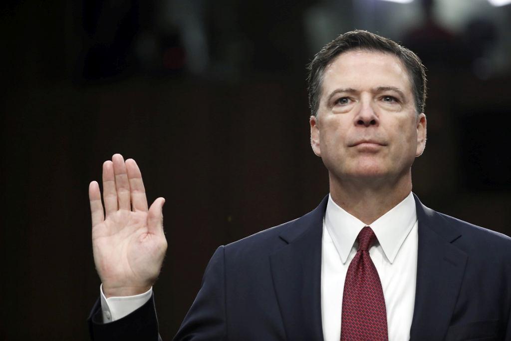 Były dyrektor FBI James Comey składa przysięgę przed przesłuchaniem w Komisji ds. Wywiadu Senatu USA (fot. Alex Brandon/AP)