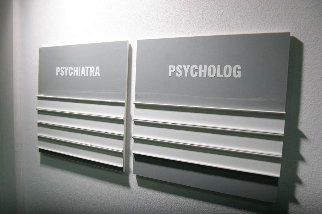 Z badań przeprowadzonych w Wielkiej Brytanii wynika, że lekarze po pomoc zgłaszają się bardzo późno, średnio sześć lat po tym, jak zaobserwują u siebie pierwsze objawu zaburzeń psychicznych (fot. Wojciech Surdziel / Agencja Gazeta)