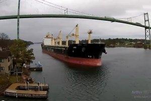 Polski statek transportowy utkn�� na mieli�nie w drodze do Kanady
