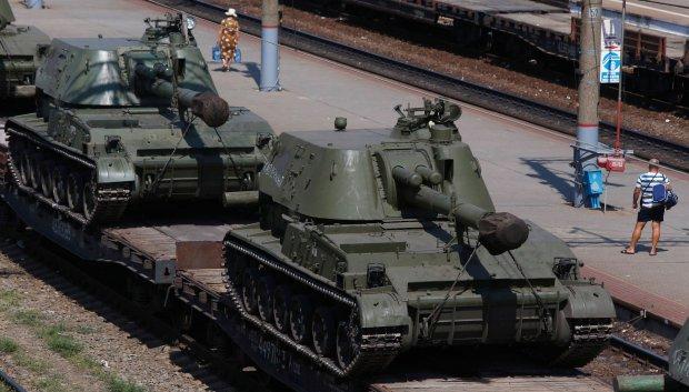 http://bi.gazeta.pl/im/75/24/fc/z16524405Q,Haubice-samobiezne-na-stacji-kolejowej-w-regionie-.jpg