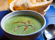 Zupa krem ze szpinaku z w�dzonym �ososiem - ugotuj