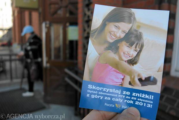 Kto jest zwolniony z abonamentu RTV? W Polsce - 20 grup, na Wyspach - 3