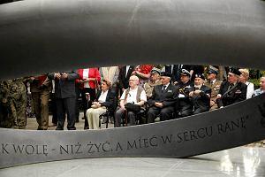 Lech Kaczy�ski obok powsta�c�w. Apel pami�ci zamiast apelu poleg�ych we Wroc�awiu