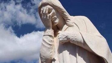 Mundial w Brazylii miał drużynie gospodarzy zapewnić uprzywilejowaną pozycję i łatwe zwycięstwa. Mimo ogromnego wsparcia rzeszy kibiców Niemcy wprost rozgromili Brazylijczyków 7:1. Na odpowiedź internautów nie trzeba było długo czekać. Memy zaczęli tworzyć już po pierwszej połowie. Najlepsze jednak zaczęło się dopiero po ostatnim gwizdku...