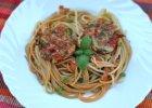 Spaghetti z pomidorami i kotlecikami warzywnymi