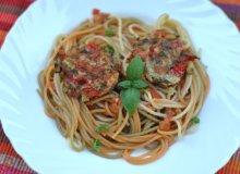 Spaghetti z pomidorami i kotlecikami warzywnymi - ugotuj