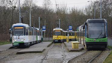 Zmodernizowany skład Tatr, obok oryginalny skład z Berlina oraz tramwaj Swing