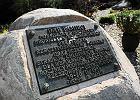 Sprzed klasztoru zniknął kamień z tablicą z nazwiskiem Komorowskiego. Rada parafialna naciskała na proboszcza