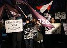 Partia Razem pyta, co Polacy chcieliby powiedzie� Beacie Szyd�o. Wy�wietl� to na budynku kancelarii premiera