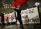 """""""Biała Polska tylko zimą"""". Przeszli przez Warszawę przeciwko nacjonalizmowi [ZDJĘCIA]"""