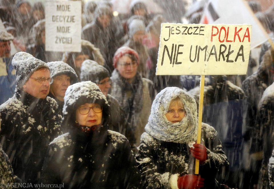 Protest związany z  odrzuceniem przez Sejm projektu 'Ratujmy Kobiety' i skierowaniem do dalszych prac projektu 'Zatrzymaj Aborcję'. Katowice, 15 stycznia 2018