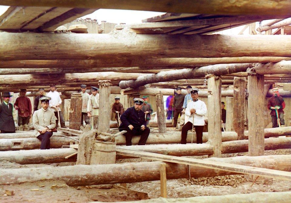 Wylewanie fundamentów pod tamę na Oce, 1912 r.