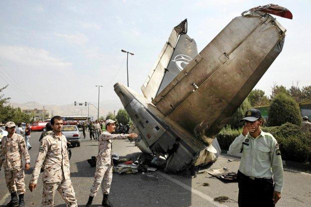 http://bi.gazeta.pl/im/76/17/fb/z16455542Q,Iranski-samolot-rozbil-sie-wkrotce-po-starcie--Zgi.jpg