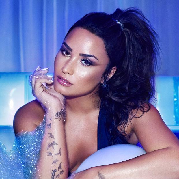 """Fani czekali tydzień na teledysk do utworu """"Sorry Not Sorry' do czego przygotowywała ich Lovato. W teledysku wystąpiła Paris Hlton, Wiz Khalifa, Jamie Foxx, wspólnie imprezowali nad basenem."""