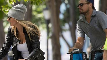 Sami w redakcji przecieramy oczy ze zdumienia - Leonardo DiCaprio spotyka się z polską modelką, Elą Kawalec! Do tej pory świadczyły o tym tylko doniesienia zagranicznych mediów - teraz są wreszcie namacalne dowody. W czwartek w Nowym Jorku paparazzo zrobił im zdjęcia, gdy wybrali się na randkę. Para najpierw jeździła na rowerach (!), potem zaś usiedli razem z przyjaciółmi w restauracji. Jednak aktora zajmowała tylko piękna Kawalec. Musicie to zobaczyć!