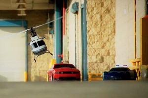Wyścig sterowanych aut jak prawdziwy | Wideo