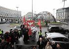 """Protest na pl. Zbawiciela przeciwko t�czy. """"Tu jest Polska"""""""