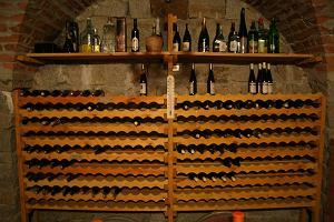 Bran�a: Resort zmienia wino w w�dk�. Resort: Nieprawda
