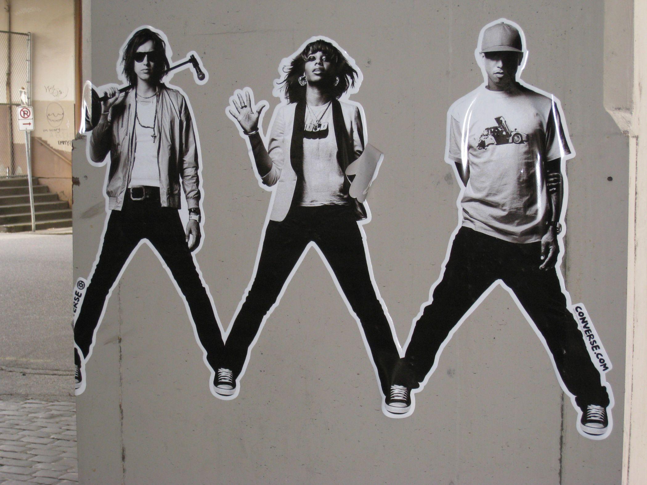e1e584abae990 The Strokes, Santogold i Pharrel Williams w kampanii Converse (fot. Michael  Pittman /