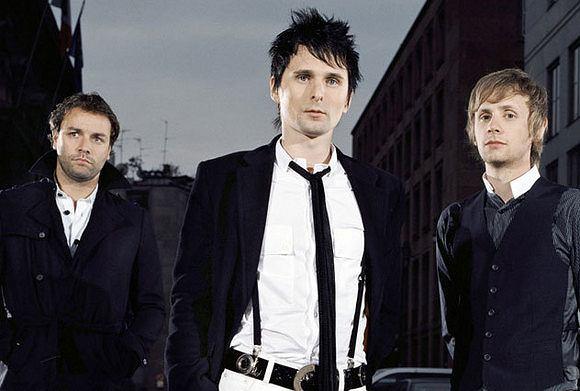 Z powodu zamachu stanu w Turcji, zespół odwołuje swój koncert i obiecuje zwrócić środki uzyskane ze sprzedaży biletów.
