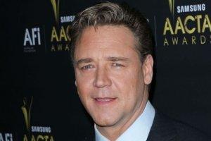 """Tak Russell Crowe wygl�da� jeszcze 3 lata temu. A dzi� bardziej przypomina nam Freda Flintstone'a ni� """"Gladiatora"""""""