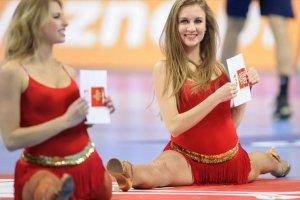 ME w pi�ce r�cznej 2016. Szwedom nie podobaj� si� wyst�py polskich cheerleaderek.