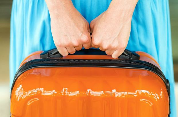Pewne rzeczy w bagażu podręcznym na lotnisku są niedozwolone. Lepiej wiedzieć wcześniej, które, by nie stracić ich na lotnisku