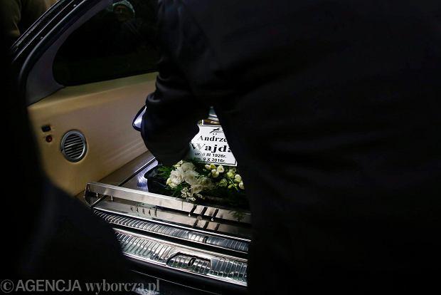 Pogrzeb Andrzeja Wajdy. Urnę z prochami złożono na Cmentarzu Salwatorskim