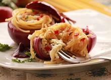 Cebulkowy makaron z lej�cym sercem z mozzarelli - ugotuj