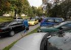 Kielce przekonują mieszkańców blokowisk do parkowania pod dachem