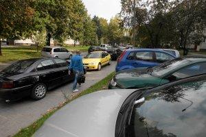 Kielce przekonuj� mieszka�c�w blokowisk do parkowania pod dachem