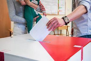 Wybory prezydenckie. Komorowski wygrał wśród osób z wykształceniem wyższym, Duda - wśród pozostałych [INFOGRAFIKI]