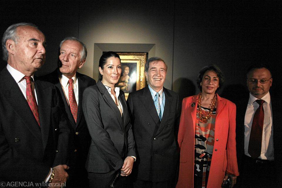 Książę Adam Karol Czartoryski z córką Tamarą i żoną Josette Calil podczas prezentacji obrazu na Wawelu