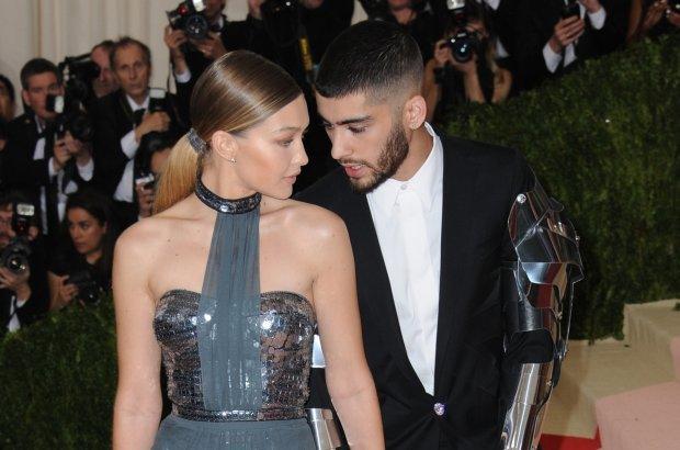 """Gigi Hadid i Zayn Malik to jedna z najpopularniejszych obecnie zagranicą par. Ona - piękna top modelka, on - idol nastolatek, który po odejściu z """"One Direction"""" z powodzeniem kieruje swoją solową karierą. Czy to koniec? Kilka wskazówek może o tym świadczyć, ale są też dowody na to, że tych dwoje wciąż bardzo się kocha."""