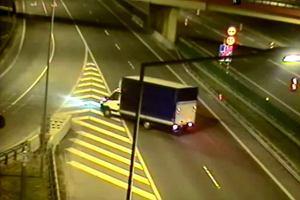 Skrajna g�upota - autostrad� pod pr�d | Wideo