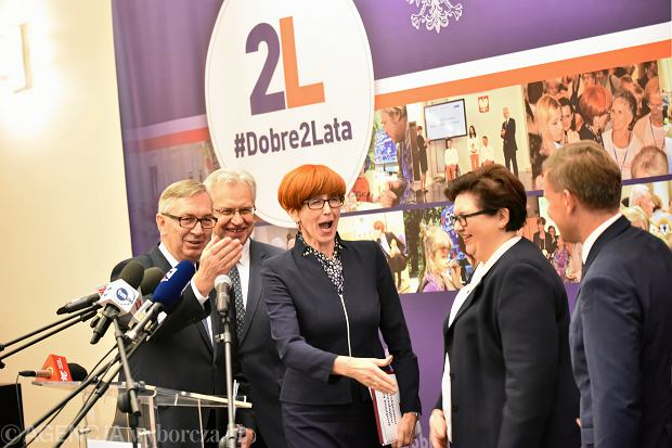 Oceniamy rząd Beaty Szydło. W polityce społecznej brakuje pomysłów na trudne problemy