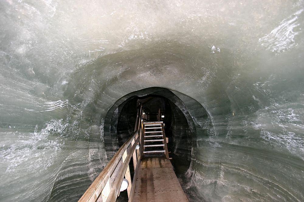 S�owacja. Lodowa Jaskinia Dobszy�ska