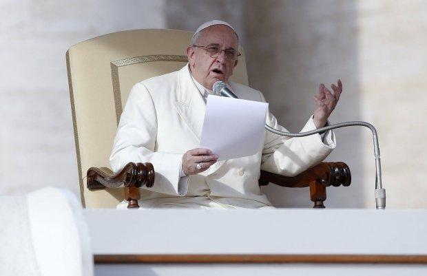Papie�: Dzieci g�oduj�, a producenci broni �wi�tuj� na salonach