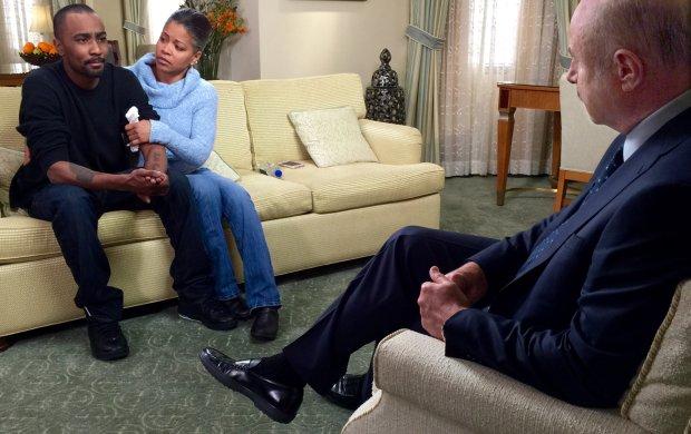 Bobbi Kristina Brown niedawno obchodziła swoje 22. urodziny. Cały czas pozostaje w śpiączce. W tym samym czasie jej chłopak pisał o samobójstwie. Gdy do medialnego spektaklu wokół nieprzytomnej córki Whitney Houston dołączył słynny psychoterapeuta, demony Nicka Gordona trafiły na ekrany telewizorów.