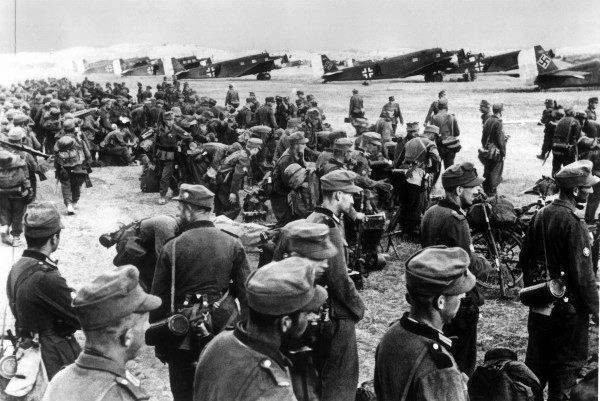 Greckie paragrafy na histori�: jak opisywa� II wojn� �wiatow�